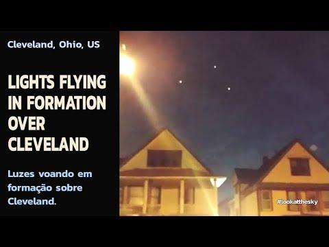 LIGHTS FLYING IN FORMATION OVER CLEVELAND | Luzes voando em formação sobre Cleveland.