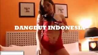 Repeat youtube video DANGDUT INDONESIA | GOYANG STRIPTIS WANITA PANGGILAN HOT