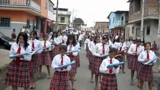 LA BANDA MUSICAL DEL COLEGIO PORTOVIEJO  EN EL DESFILE DEL SAN PABLO