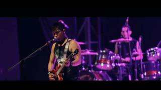 Download Video 17. Home Sweet Hell (Live Clip) MP3 3GP MP4