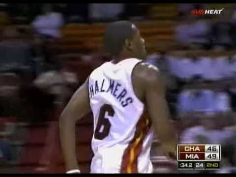 Mario Chalmers dunks against Charlotte Bobcats