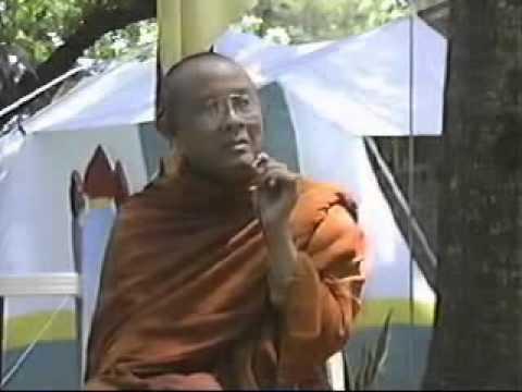HT Hộ Giác giảng trong lễ Phật Đản năm 1991