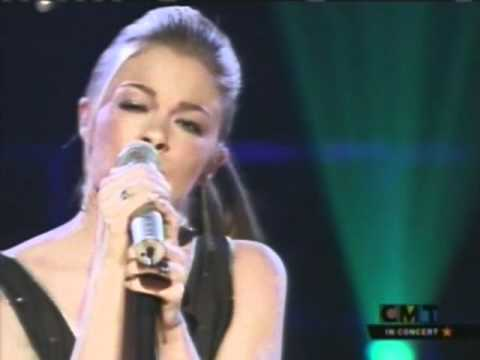 LeAnn Rimes - Can't Fight the Moonlight [Live]
