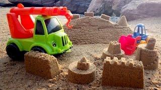 Строим замки из песка. Конкурс для машинок. Мультфильм про cтроительную технику на пляже(Грейдер, грузовик, подъемный кран, малютка-грейдер, экскаватор - все это машинки-строители. Сегодня мы строи..., 2015-09-20T15:33:06.000Z)