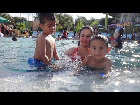 2013 SeaWorld San Antonio Fun (1st Family Vacation)