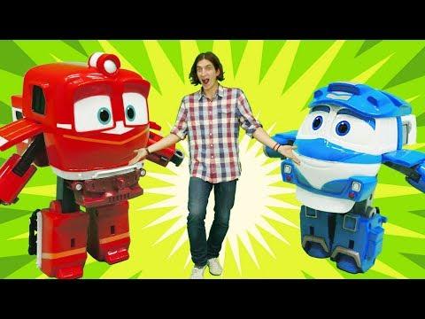 Игрушки Роботы-поезда. Гонка паровозиков. Видео для детей