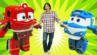 Іграшки Роботи-поїзда. Гонка паровозиків. Відео для дітей