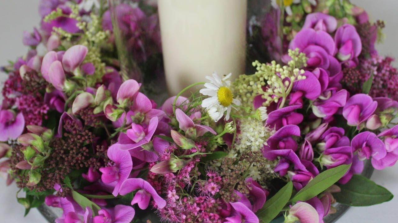 Tischdekoration Blumenkranz Mit Gartenblumen Deko Ideen Mit
