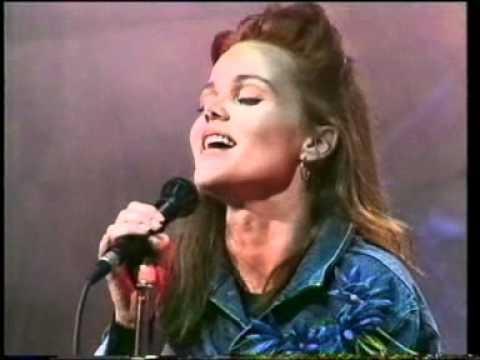BELINDA CARLISLE 'I Get Weak' on THE ROXY 1988