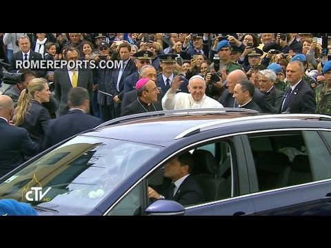 Pope Francis returns to Rome after an intense and spiritual journey to Fatima