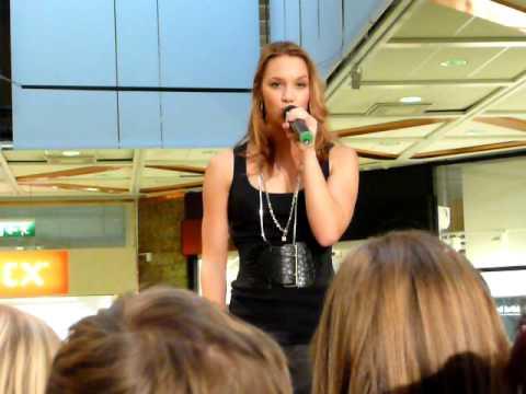 Agnes singing