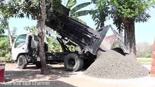Super Ngebut Dum truk jomplangan besar bongkar muat batu koral