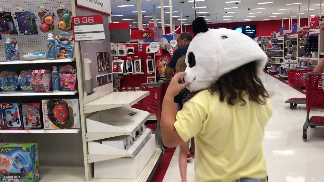 Детские карнавальные костюмы. Если вам нужно купить детский карнавальный костюм для малыша, отдавайте предпочтение комбинезонам. А для детей. Для мальчика подберите костюм, который демонстрирует его силу и отвагу, не забудьте об аксессуарах – мече, шпаге, эффектной шляпе. 2.
