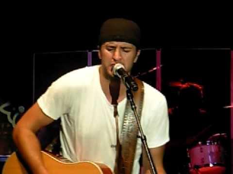 Luke Bryan Singing Quot Do I Quot Youtube