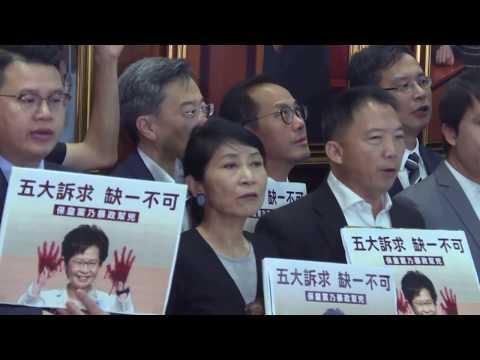 AFP: Hong Kong: Carrie Lam, interrompue par l'opposition, renonce à un discours au parlement | AFP Images