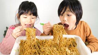 【大食い】ペヤング超超超超大盛りペタマックスを兄妹で食べた結果www【4184kcal】
