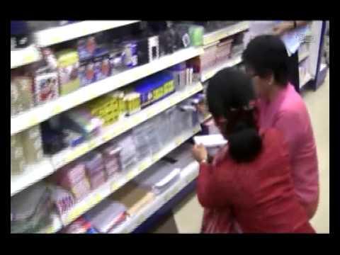 Daw Aung San Suu Kyi Shopping