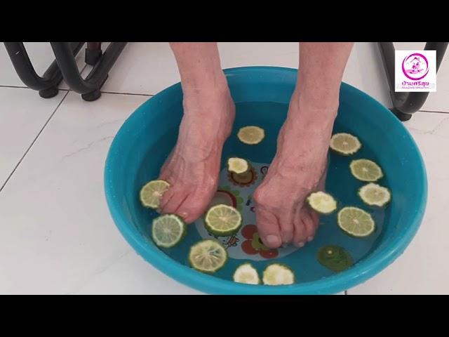 ทำดอกไม้ใบเตยเเละเเช่เท้าด้วยน้ำมะกรุด ที่บ้านพักผู้สูงอายุ ศรีสุขเมืองทอง Nursing Home Care