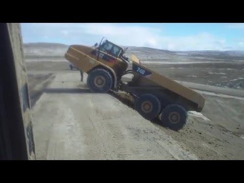 volvo truck accident, volvo heavy equipment, unbelievable heavy equipment fails vidoes
