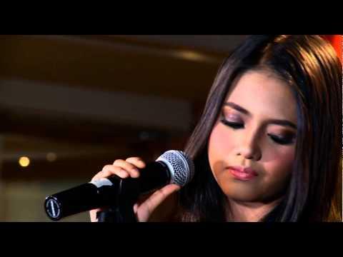 HANIN DHIYA – Yang Terbaik (Live performance at #WarWar)