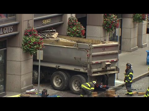 Dump truck smashes into Seattle sandwich shop