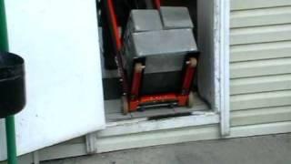 ТР Самоход. Спуск груза по ступеням(, 2009-11-12T13:02:31.000Z)