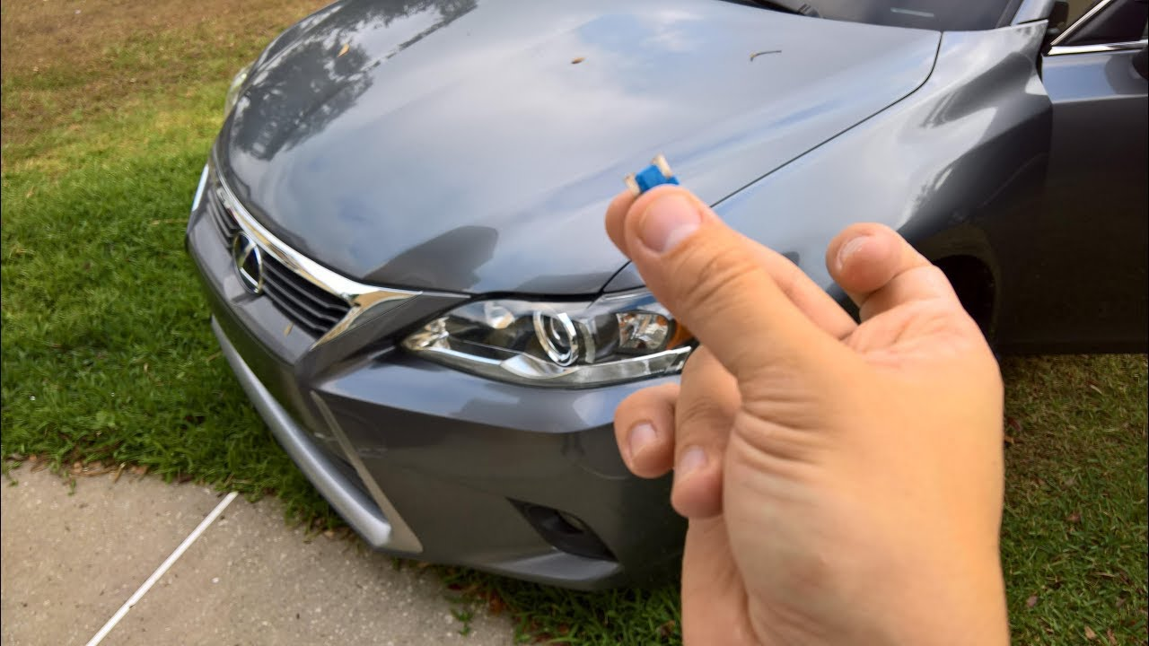 lexus ct200h cigarette lighter and usb fuse replacement [ 1280 x 720 Pixel ]