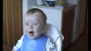 Bayi ketawa terbahak  bahak
