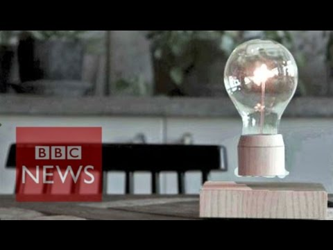 Floating lightbulb spins in mid-air - BBC News