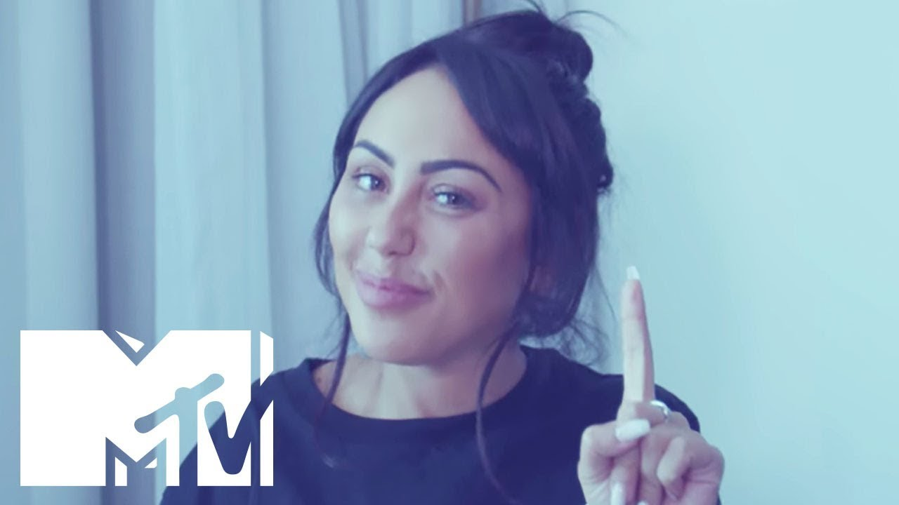 How To Rock The VMA Red Carpet With Sophie Kasaei