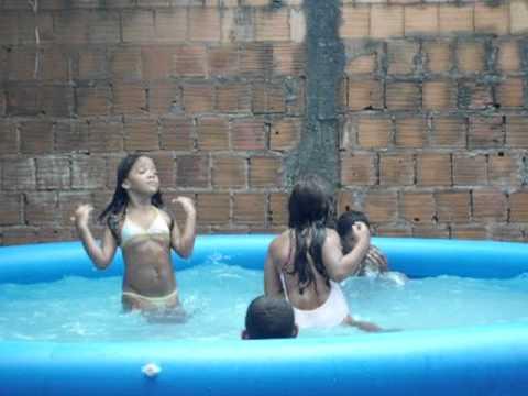 churrasco e banho de piscina na casa da vovó