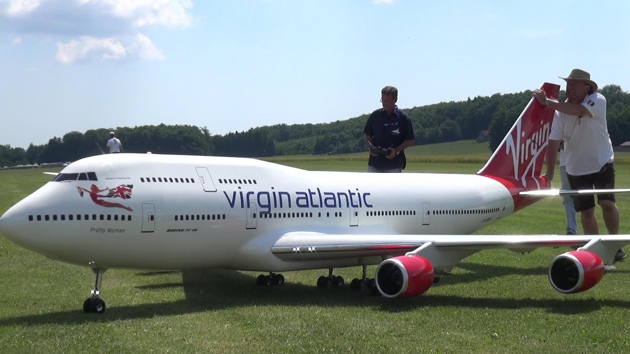 GIGANTIC RC BOEING 747 ESCORTED BY 2X CONCORDE RC TURBINE JETS