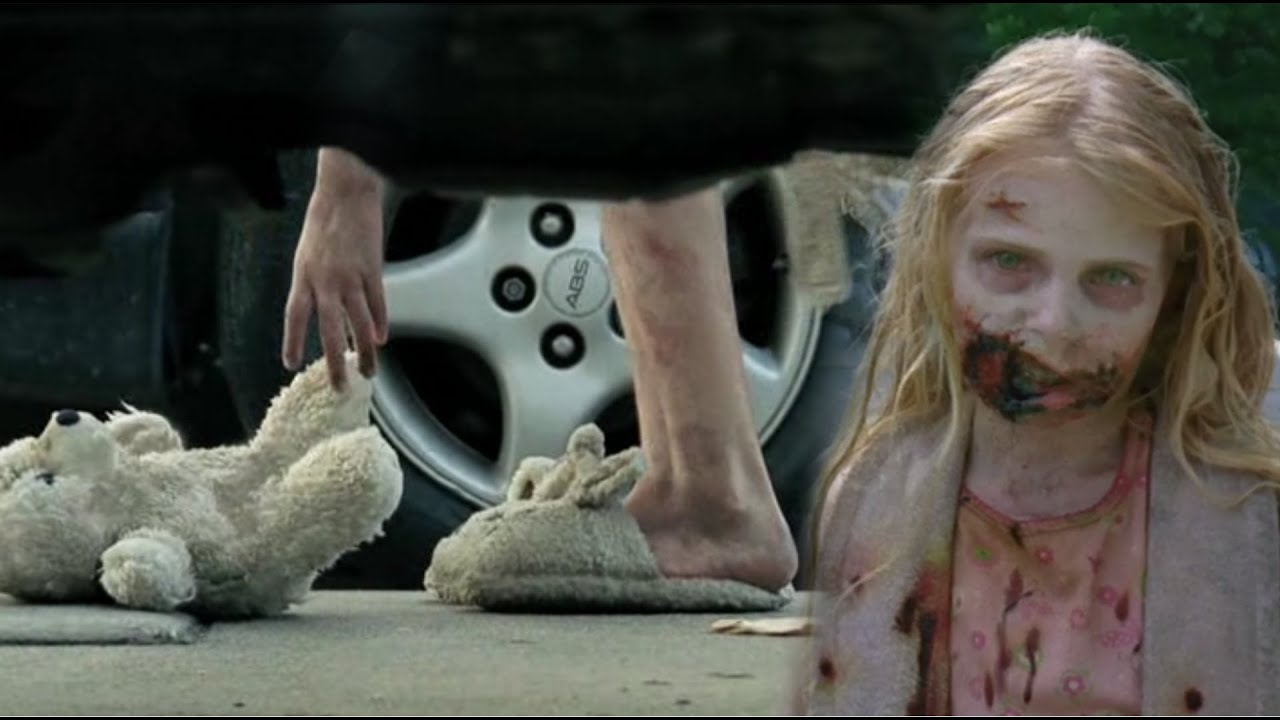 Imagem da menininha zumbi que andou, já transformada, com seu urso de pelúcia, em The Walking Dead.