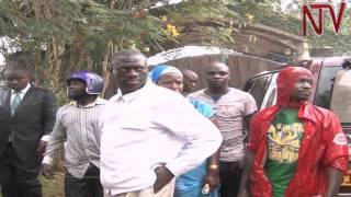 Obunkenke mu Kampala: Abawagizi ba Besigye ne poliisi basiibye battunka thumbnail