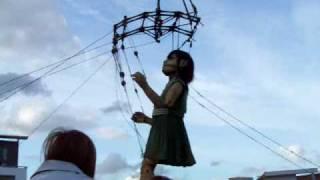 Royal de Luxe - Danse petite géante 2009 St Nazaire