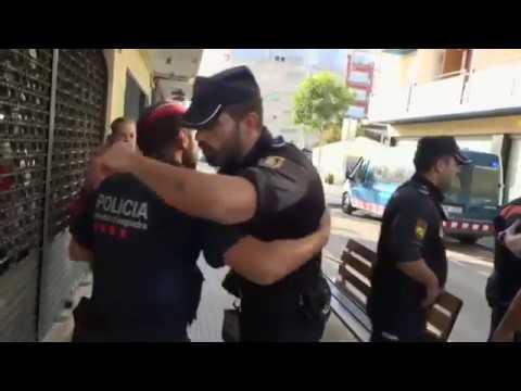 Así ha sido la emotiva despedida entre Policía Nacional y Mossos d'Esquadra