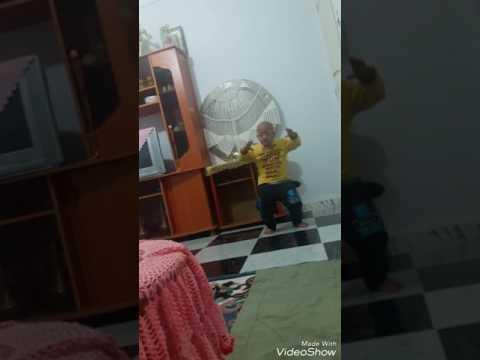 طفل جزائري يرقص قصبة thumbnail