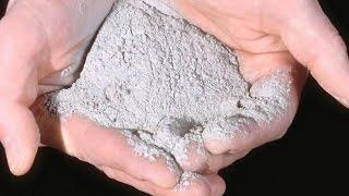 видео Удобряем почву древесной золой