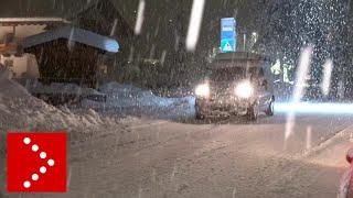 Fittissima nevicata a Ortisei: continuano a cadere alberi