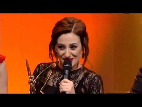Derya Karadaş Altın Kelebek Ödül Töreninde Tuğçe Kazaz'a Teşekkür