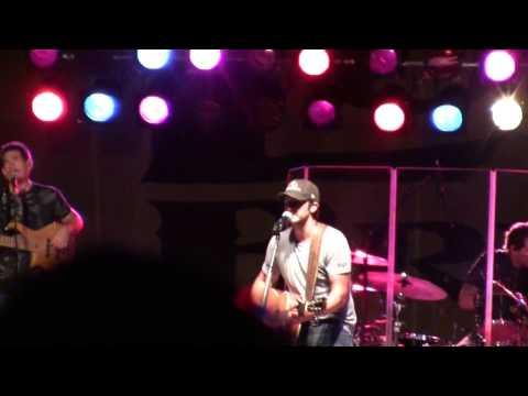 Luke Bryan - You Make Me Want To (Live!)