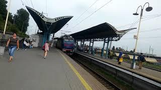 Электропоезд с вагонами от поезда Hyundai.