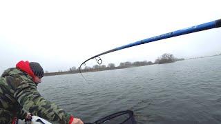 РЫБАЛКА на ДЖИГ.  Ловля ЩУКИ и СУДАКА в холодной воде. 4K