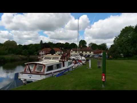 Coltishall Rising Sun and Kings Head pubs beside the River Bure