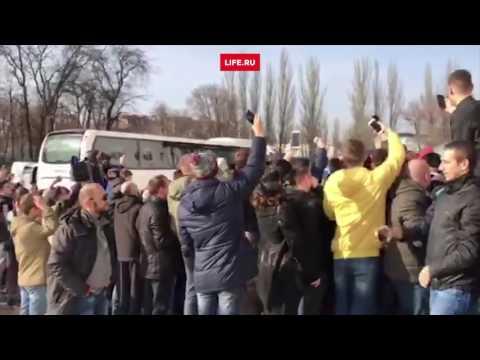 Фанаты атаковали Ибрагимовича и Мхитаряна после тренировки на