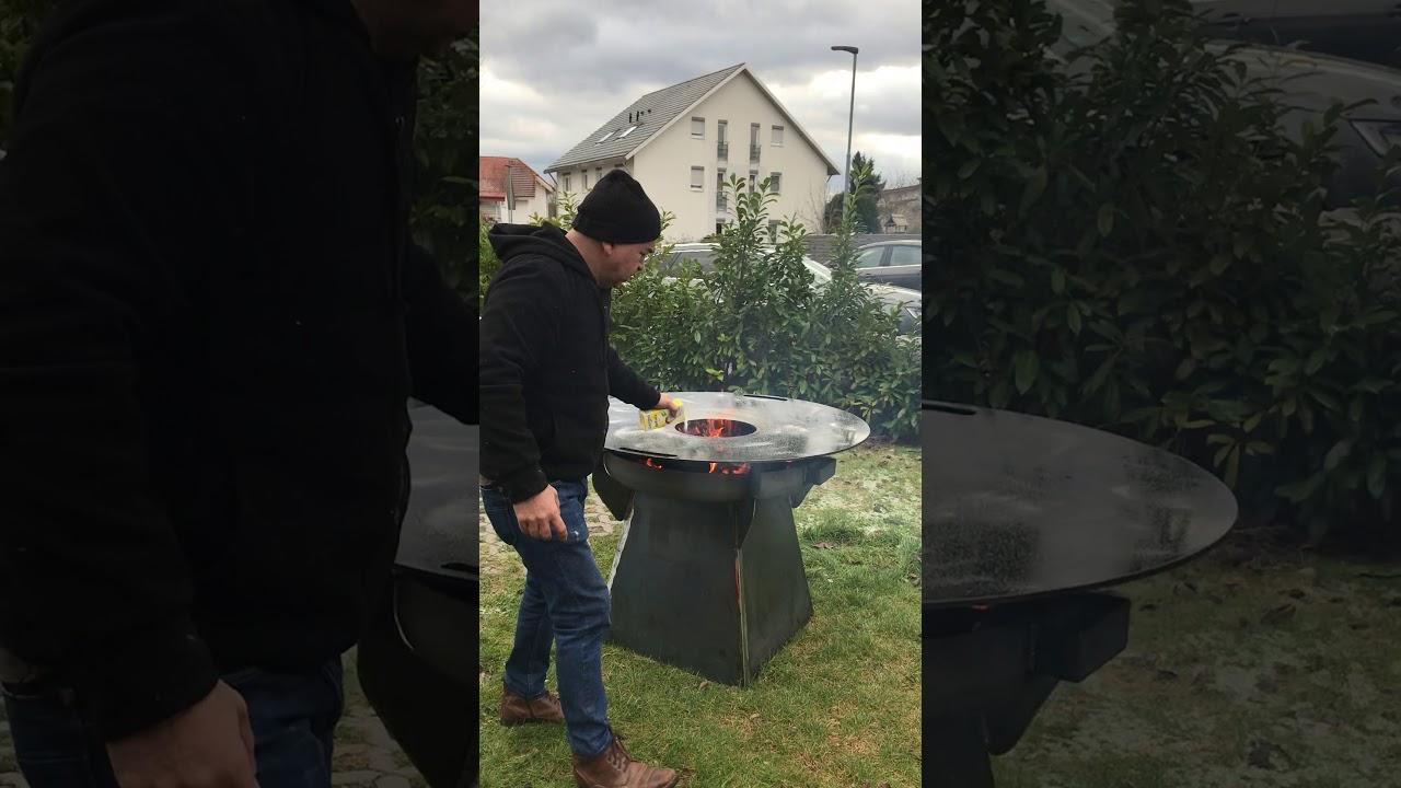 Weber Holzkohlegrill Einbrennen : Einbrennen der grillplatte youtube