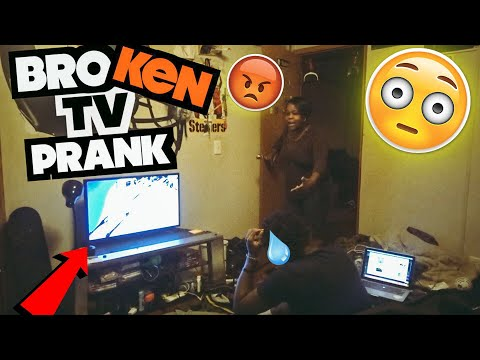 BROKEN TV PRANK ON MOM 😳( SHE GETS SUPER ANGRY)