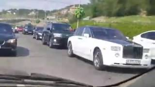 Свадебный кортеж в Алматы напугал горожан