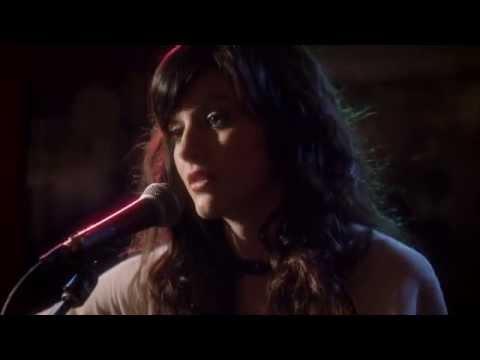 Aubrey Peeples Sings