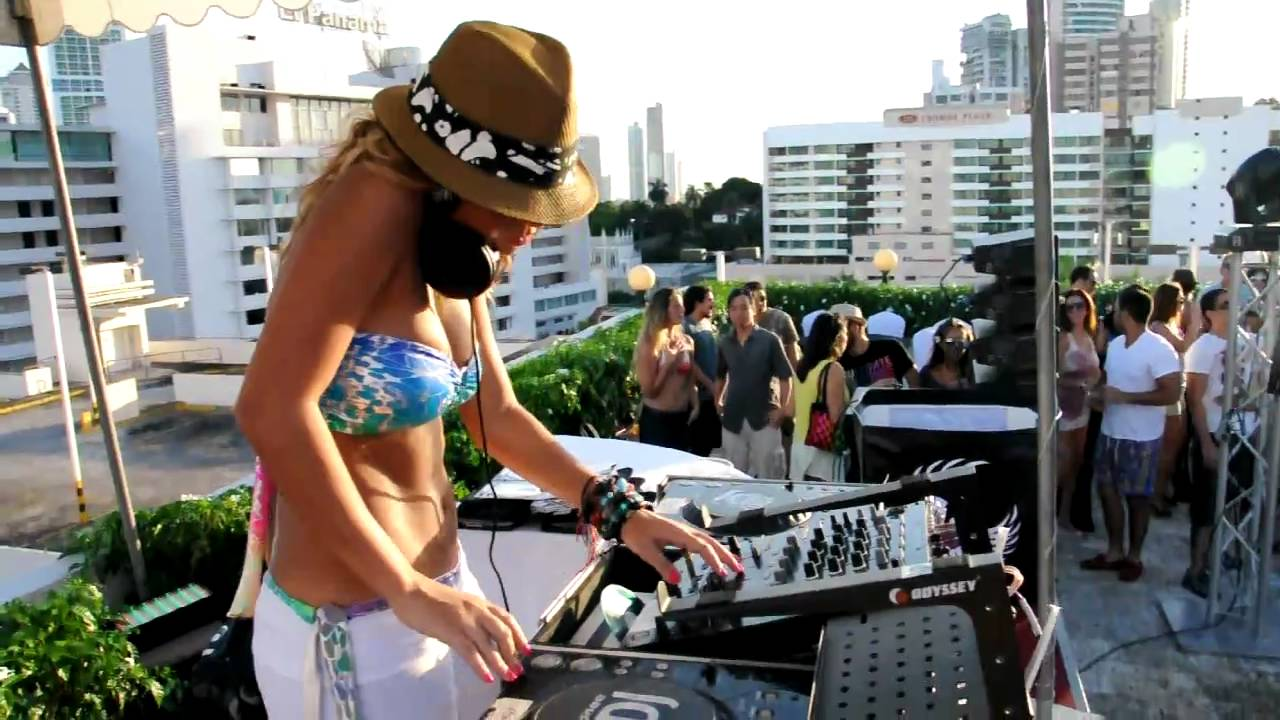 Dj meg detoxxx pool party veneto panama 2010 p2 for Pool en keeshonden show